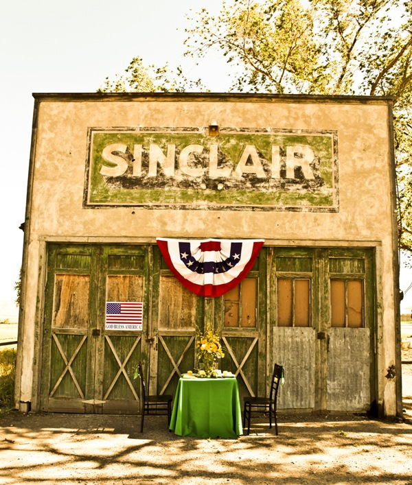 Sinclair Apartments: Vintage Travel Wedding Inspiration