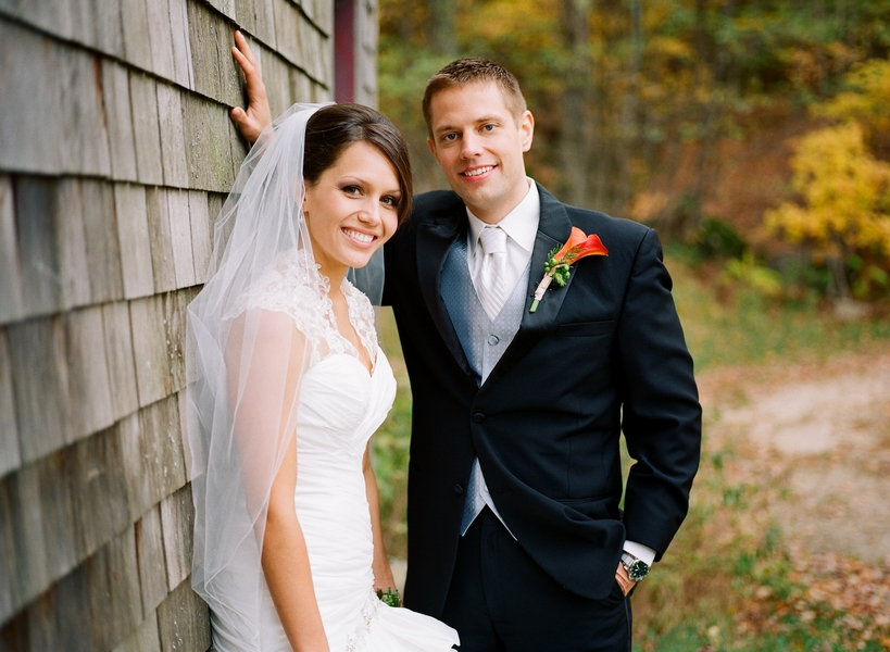 Today 39s real rustic wedding is one that offers beautiful rich fall colors