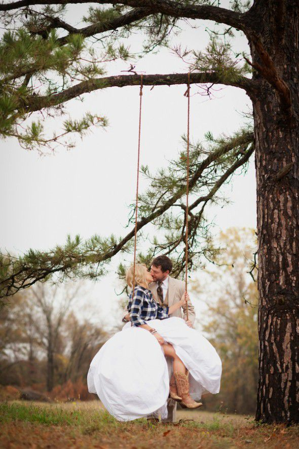 bride-and-groom-on-swing-at-country-wedding