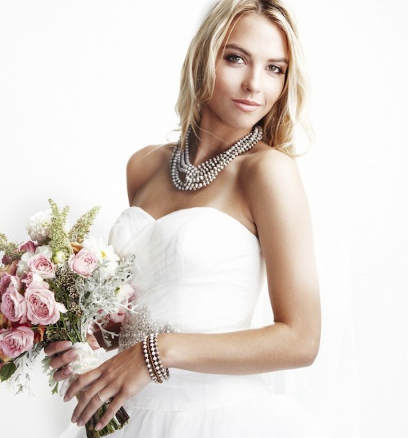 White-beaded-necklace-for-wedding