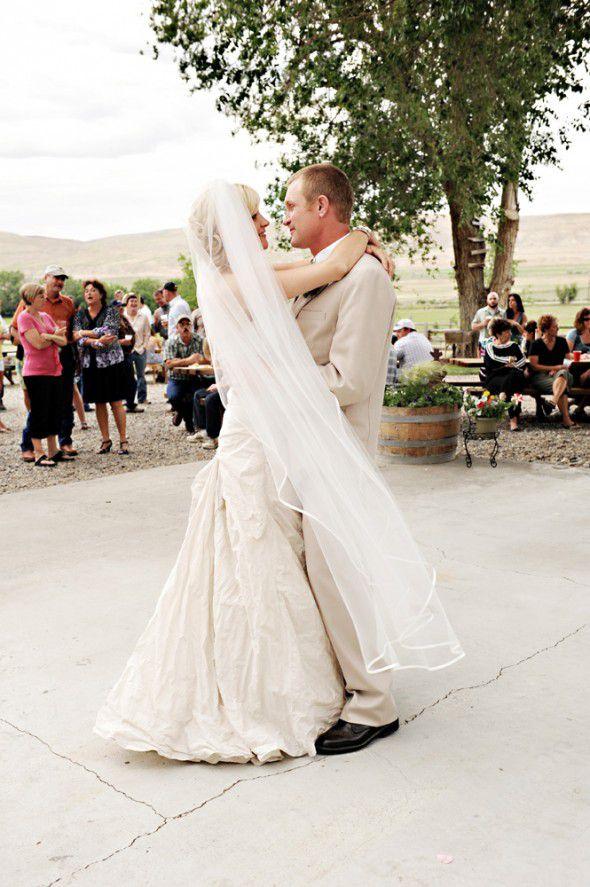 backyard-rustic-wedding