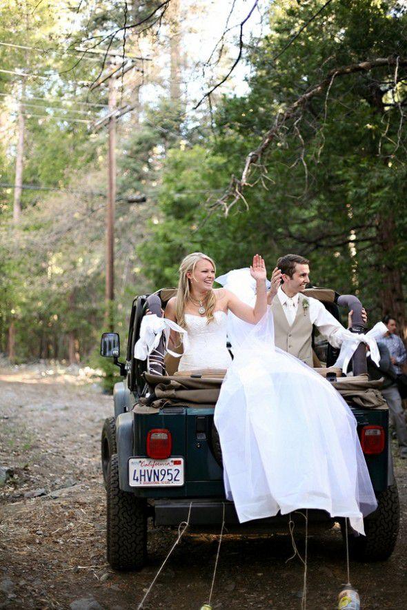 bride-groom-in-jeep