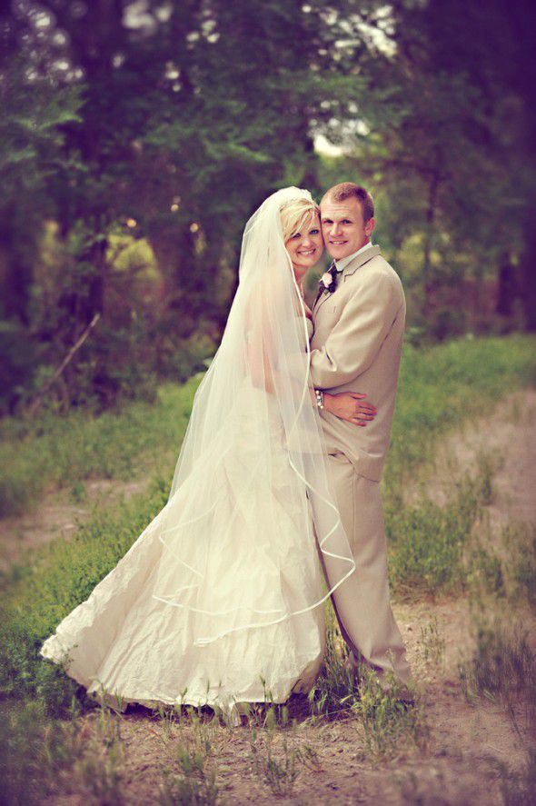 country-chic-wedding-couple