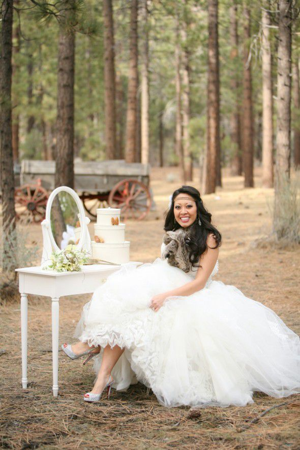 rustic-bride-in-woods