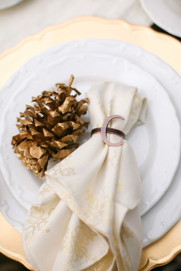 rustic-wedding-pine-cone-place-card