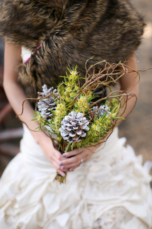 wedding-bouquet-with-pine-cones