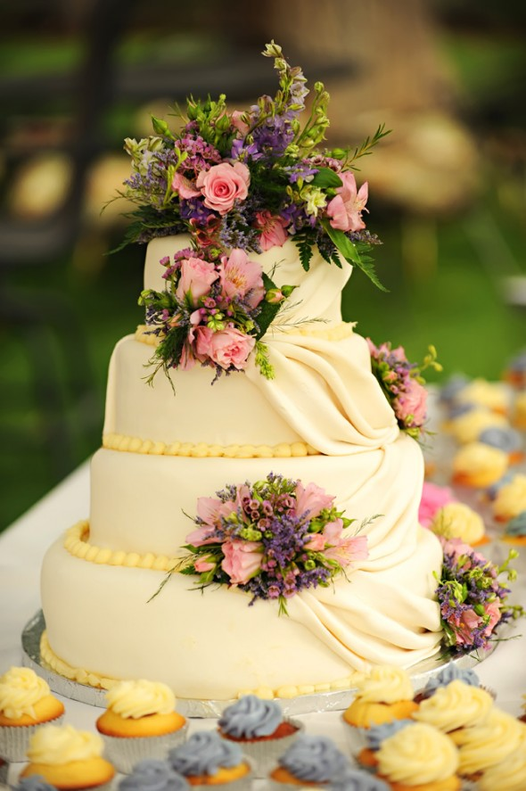 white-country-wedding-cake