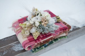 winter-rustic-wedding-flowers