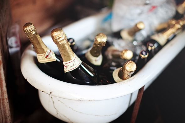 bathtub-of-champage