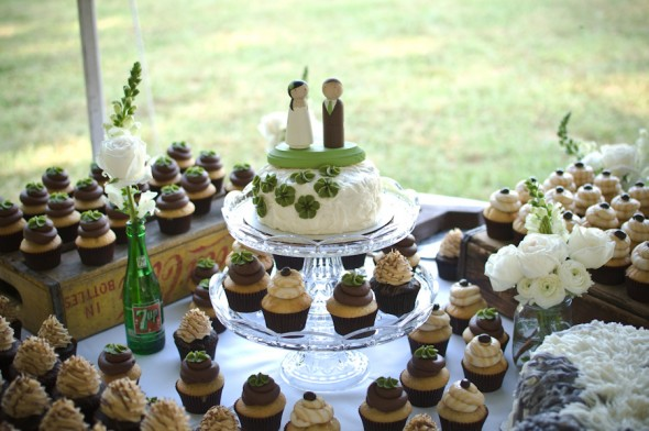 cupcake-wedding-display