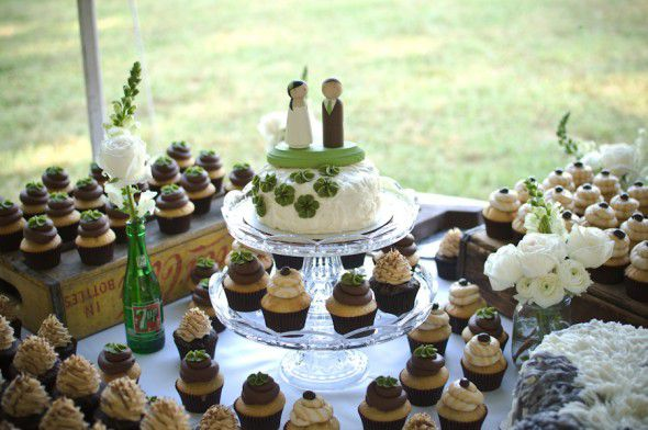 cupcake-wedding-display
