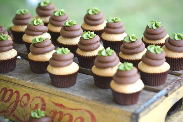 mini-cupcakes-at-wedding