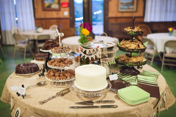 rustic-wedding-dessert-table