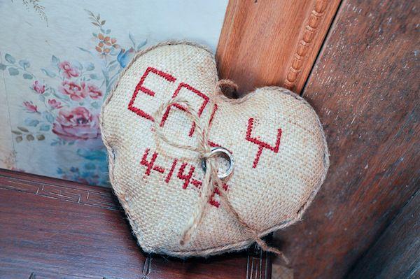 Buralp Wedding Ring Pillow