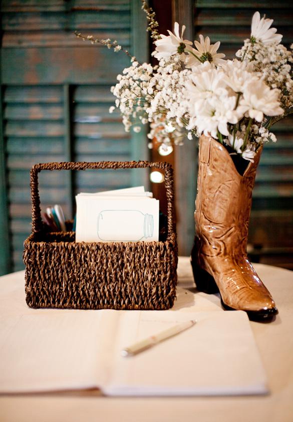 Amazing Dinner Ideas: Barn Wedding On A Budget