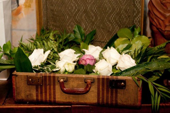 vintage-suitcase-at-wedding