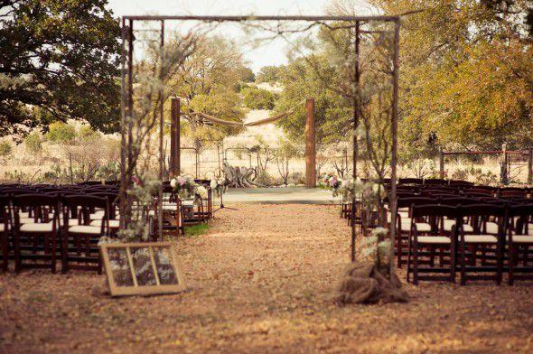 outdoor-rustic-vintage-ceremony