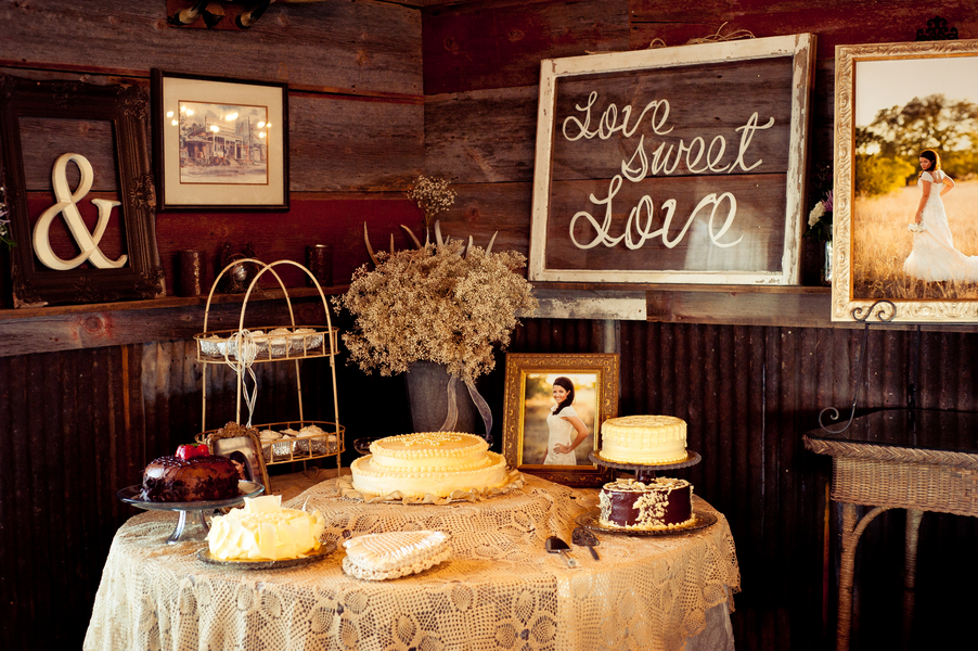 Country wedding cake table decorations