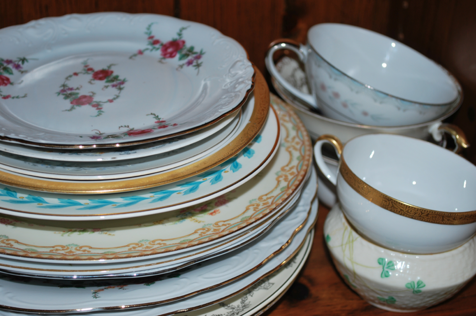 vintage-plates-at-wedding vintage-plate-rental-for-wedding & Vintage China Used At Weddings - Rustic Wedding Chic