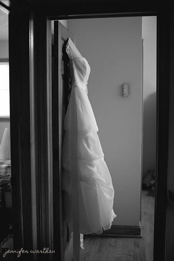 barn-wedding-gown