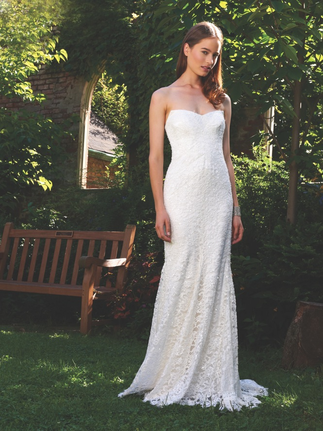 Gowns for a glamorous country style wedding rustic for Dresses for a country wedding