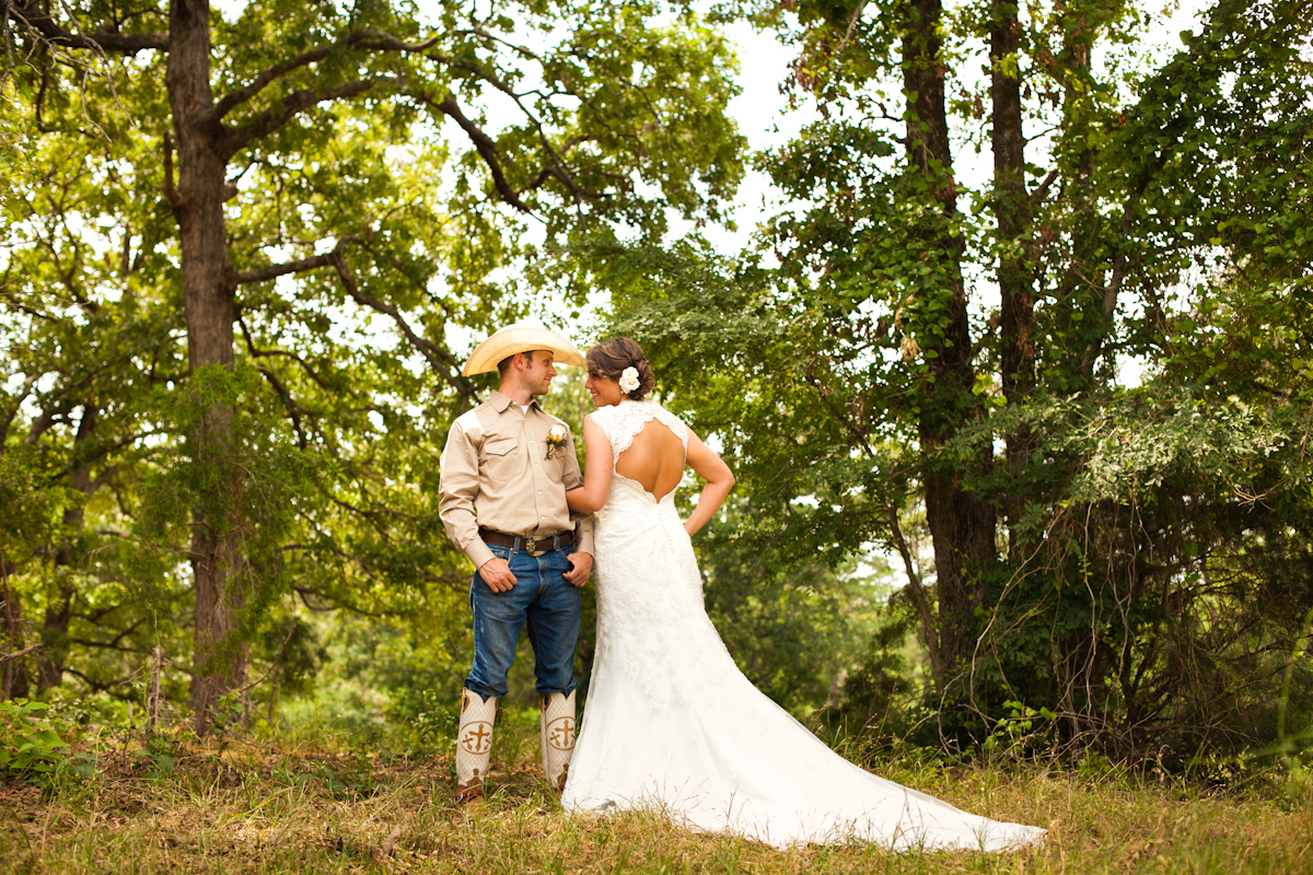 Texas ranch style wedding dresses bridesmaid dresses for Wedding dress rentals dallas tx