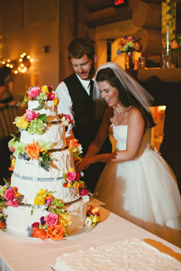 cutting-the-cake-at-a-wedding