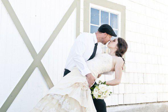 farm-chic-bride-groom