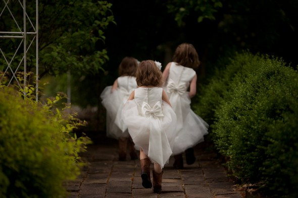 rustic-wedding-flower-girls