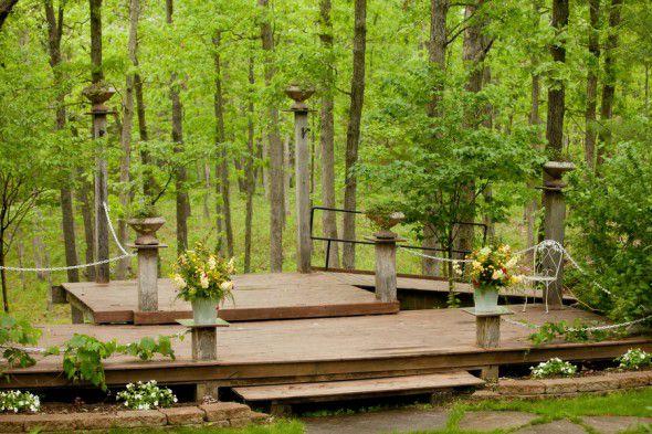 outdoor-rustic-wedding-ceremony-missouri