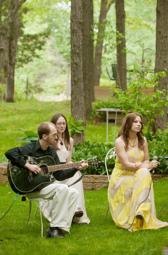 folk-band-at-outdoor-wedding