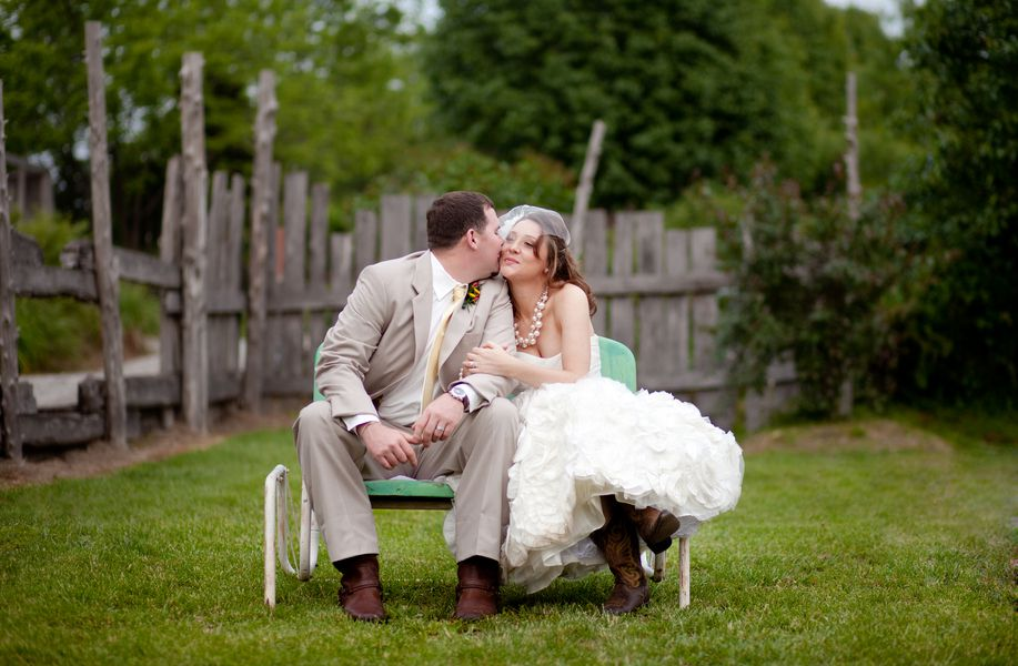 Missouri rustic wedding at alpine park gardens rustic for Wedding dresses columbia mo