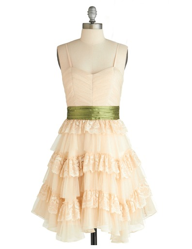 bridesmaid-dress-with-green-sash