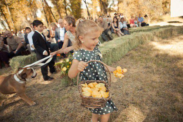 country-wedding-flower-girl