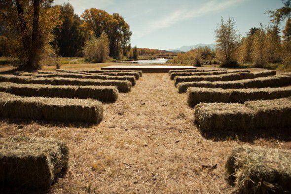 hay-bale-wedding-seats