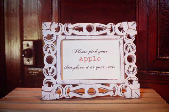 apple-wedding-place-cards