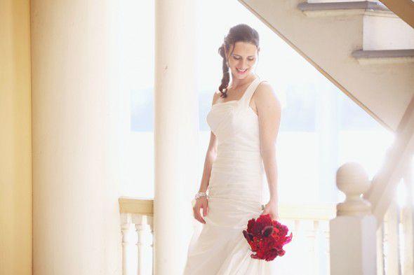 red-wedding-bouquet