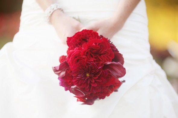 dark-red-wedding-bouquet