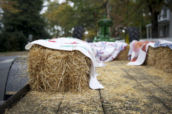 hay-bales-at-wedding