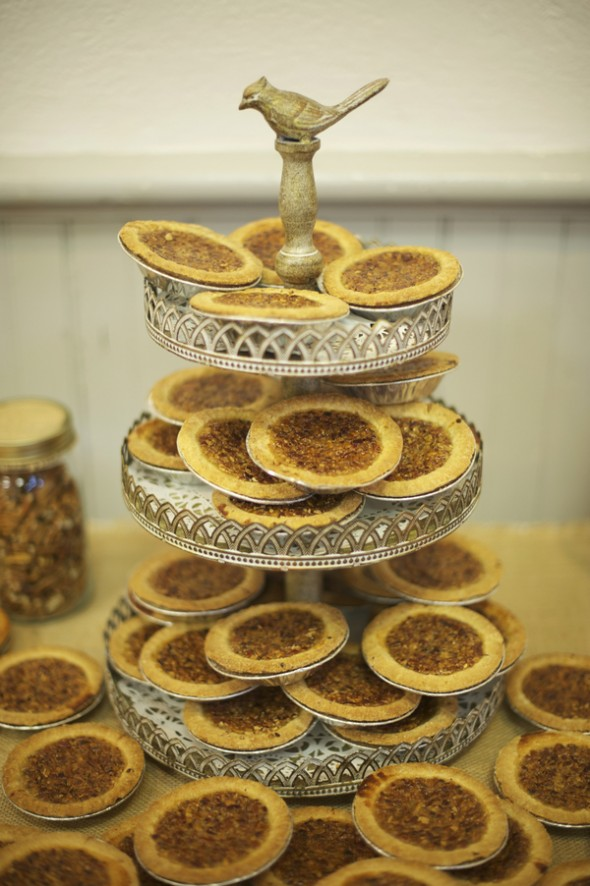 mini-pie-at-wedding