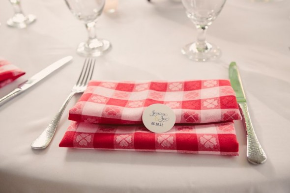 red-white-wedding-napkins