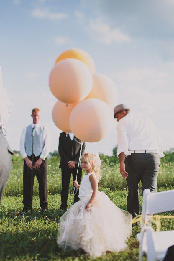 vintage-style-wedding-flower girl