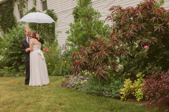 bride-groom-umbrella-wedding