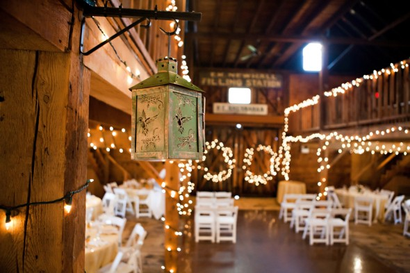5 Tips For Planning A Barn Wedding In The Winter Rustic