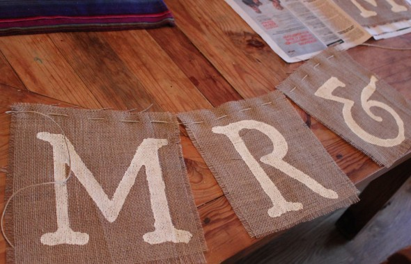 mr-mrs-burlap-wedding-sign