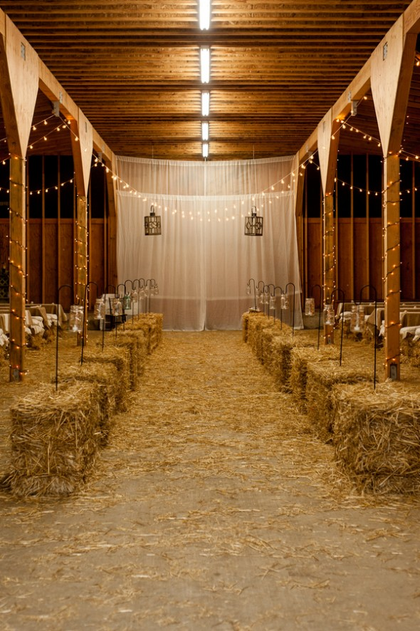 5 Tips For Planning A Barn Wedding In The Winter - Rustic Wedding Chic