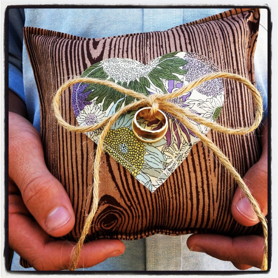 woodgrain ring pillow