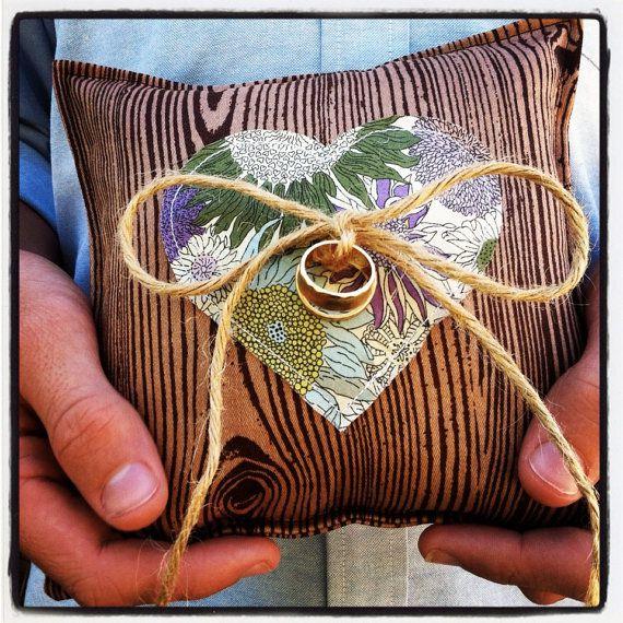 woodgrain ring pillow