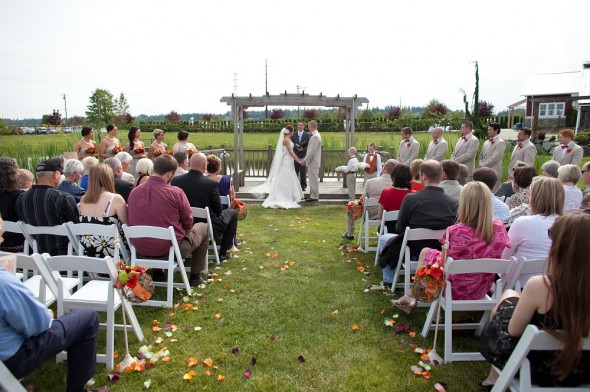 Rustic barn wedding in washington state rustic wedding chic for Indoor wedding venues washington state