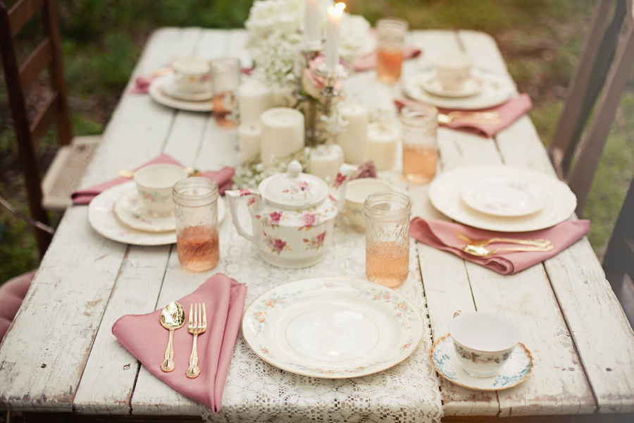 Vintage wedding table decorations romantic decoration for Wedding table decoration ideas